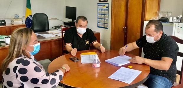 Ao assinar convênio de R$ 14 milhões, Cafu confirma pré-candidatura à Assembleia