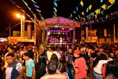 Multidão 'invade' praça em São Gabriel no Arraiá Raízes da Amizade