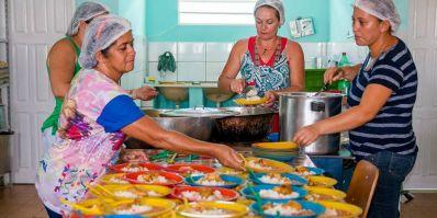 Ibititá: Vereador quer retirar maçã, uva, abacaxi e laranja da merenda escolar
