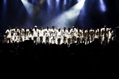 Letieres Leite & Orkestra Rumpilezz ecoam música afro-baiana