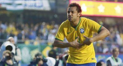 Fred marca, cala 'cornetas' e Brasil bate a Sérvia em São Paulo