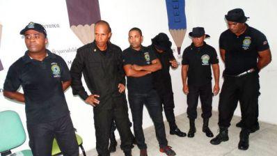 Seguranças clandestinos são presos se passando por policiais na micareta de Feira