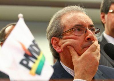 Cunha anuncia recuo na concessão de passagens para cônjuges de parlamentares