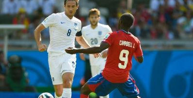 Costa Rica segura reservas da Inglaterra e garante liderança da chave
