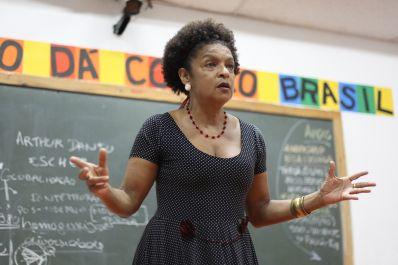 Sarau Poetisa homenageia o mês da mulher
