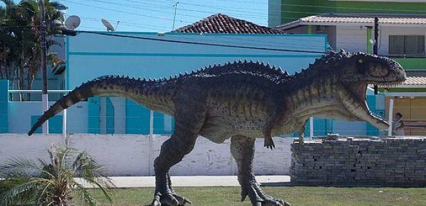 Conheça a cidade da Bahia que tem seu 'Parque dos Dinossauros'