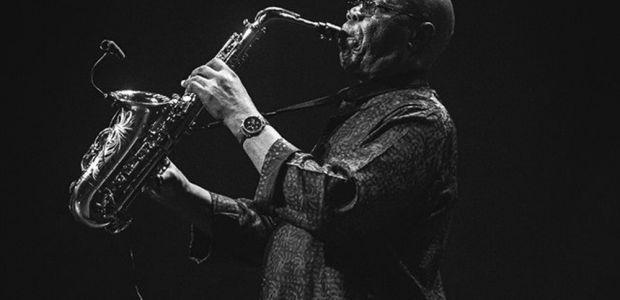 Manu Dibango, lenda do afro-jazz, morre após testar positivo para coronavírus