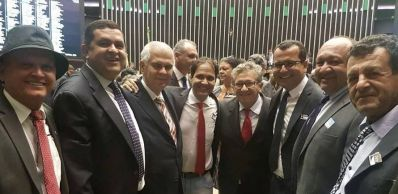 Hipólito Rodrigues e prefeitos baianos reivindicam auxílio financeiro aos municípios