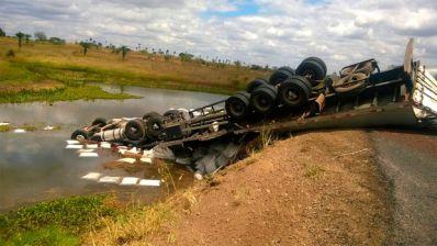 Acidente com três veículos deixa quatro mortos na BR-407