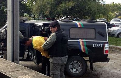 Polícia prende homem suspeito de atirar vaso sanitário que matou torcedor