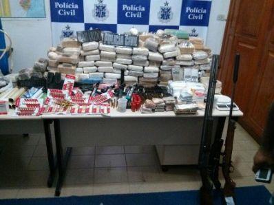 Patroa do tráfico transportava drogas na fralda da filha