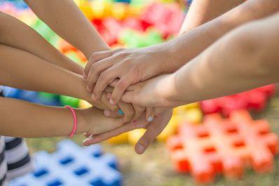 Não é momento de permitir a brincadeira com amigos, vizinhos e primos
