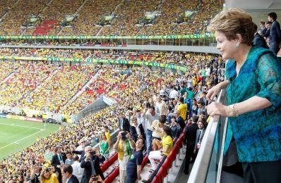 Dilma: Governo quer modernizar, não comandar o futebol