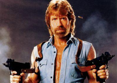 Chuck Norris sofre dois ataques cardíacos no mesmo dia e sobrevive