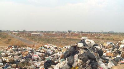 LUÍS EDUARDO MAGALHÃES: Prefeito se omite e não fala sobre lixão a céu aberto