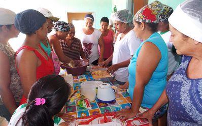Tucano: Mulheres recebem capacitação para produzir iguarias derivadas da mandioca e aipim
