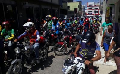 Mototaxistas protestam contra regulamentação da Prefeitura de Irecê
