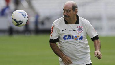 Corinthians reúne ídolos e apresenta o Itaquerão à torcida